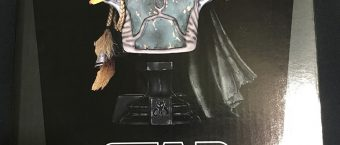 review-of-gamestops-gentle-giant-boba-fett-mini-bust-statue_02